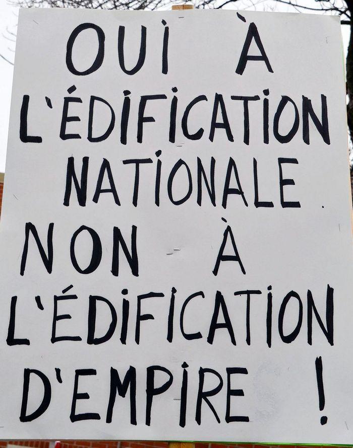 http://cpcml.ca/francais/Images2017/Slogans/160501-Montreal-PremierMai-14.jpg