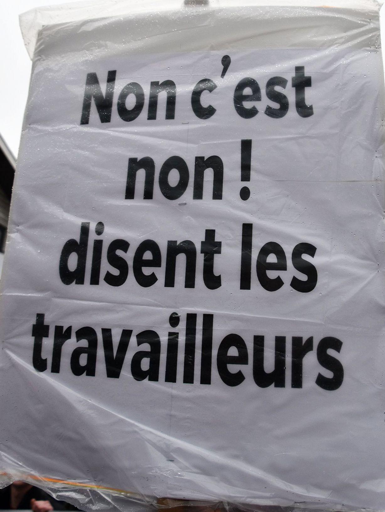 https://cpcml.ca/francais/Images2019/Slogans/170501-MontrealPremierMai-55.jpg