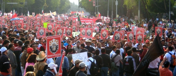 http://cpcml.ca/images2009/LatinAmerica/091111-MexicoMexicoCityNationalCivilStrike-01.jpg