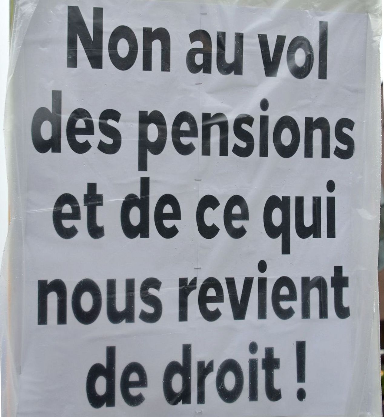 http://cpcml.ca/images2018/WorkersEconomy/PensionsBenefits/Slogans/170501-MontrealPremierMai-56cr.jpg